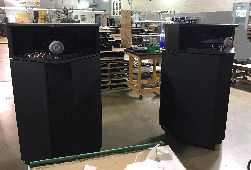 Klipschorn-new-build-pair-back-2018.jpg.2a65a266721d987175ff70a2d8a28d5e.jpg