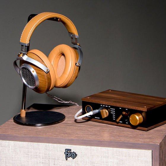 Ovation-Heritage-Headphones-Display_9d336a1bad316b0f4660f6eb110e0f2a.jpg