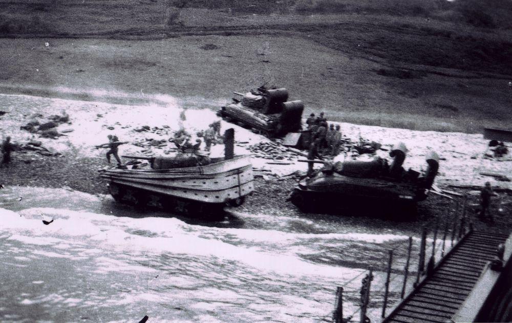 Débarquement-chars-Sherman-Omaha-Beach-D-Day-5049x3181.jpg