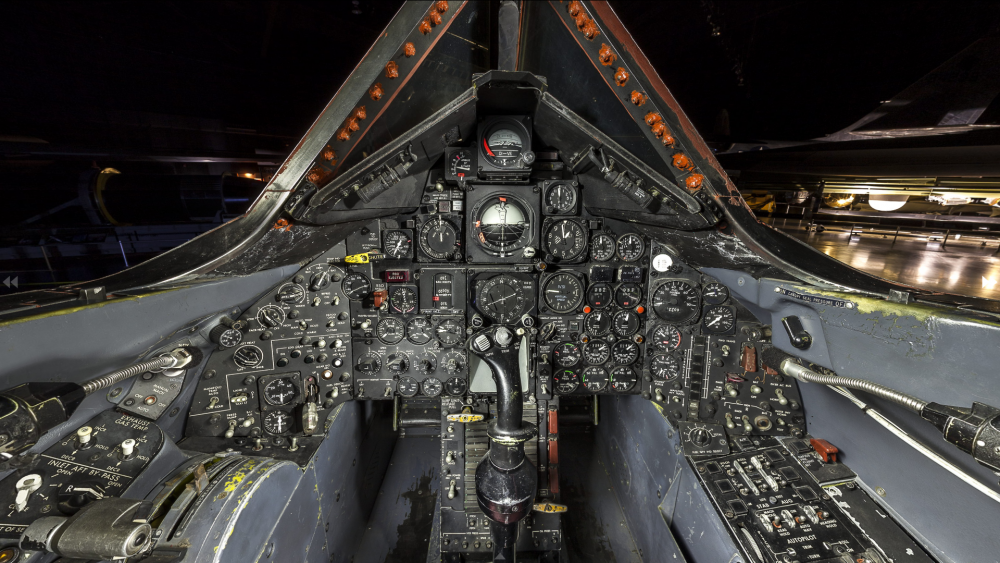 Lockheed_SR-71A_Blackbird,_National_Museum_of_the_United_States_Air_Force,_Wright-Patterson_Air_Force_Base,_near_Dayton,_Ohio,_USA,_cockpit,_forward_view.png
