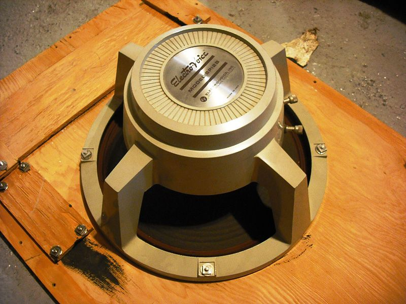 1963_ElectroVoice_SP12B_speaker_-_panoramio.jpg.b070cb4fbaca08545844692f138bb6b1.jpg
