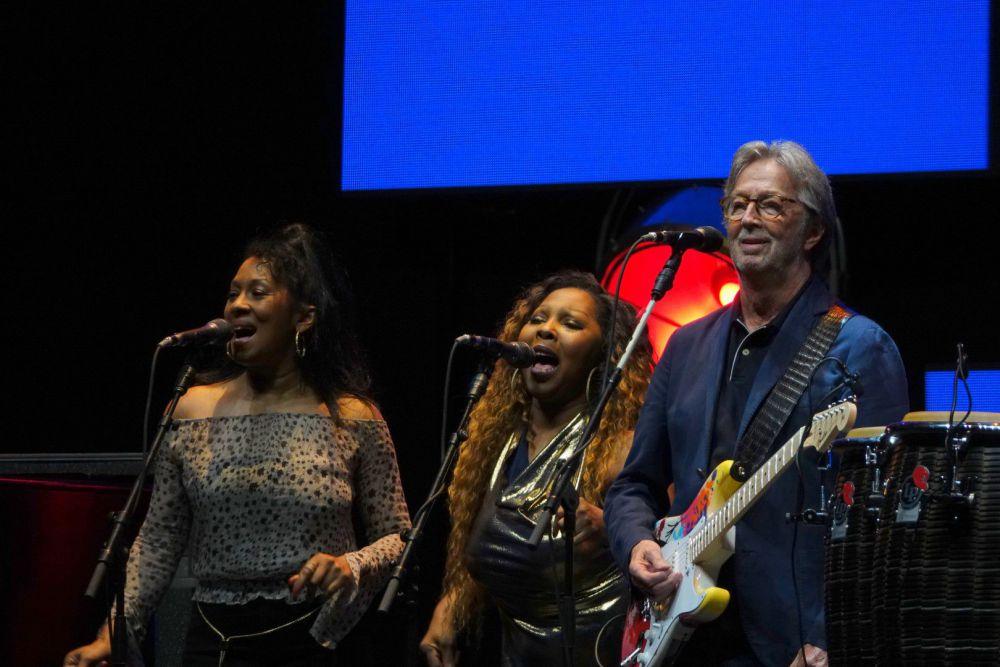 Clapton and backup (Large).jpg