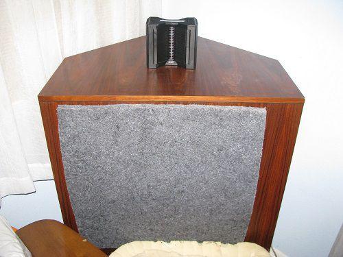 AMT-1 on top of Khorn clone bass bin.jpg