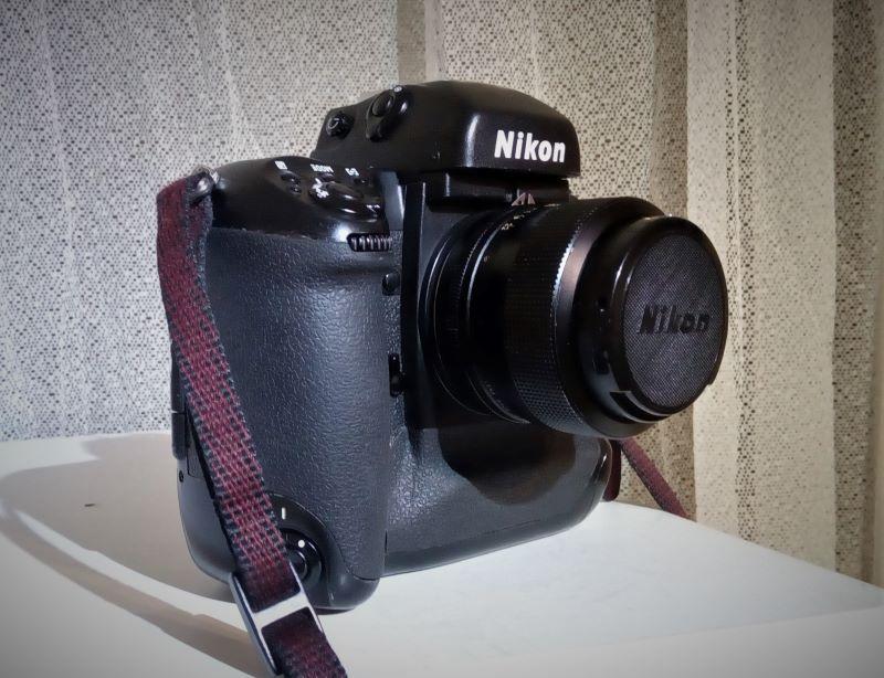 Nikon F5_small.jpg